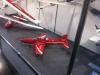 Die mit dem roten Flugzeug.
